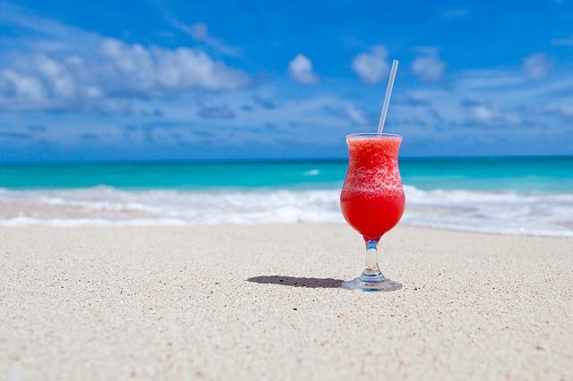 koktejl na pláži