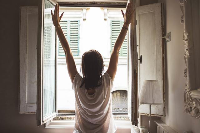 protahování u okna