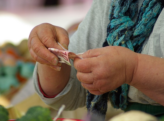bankovky v ruce